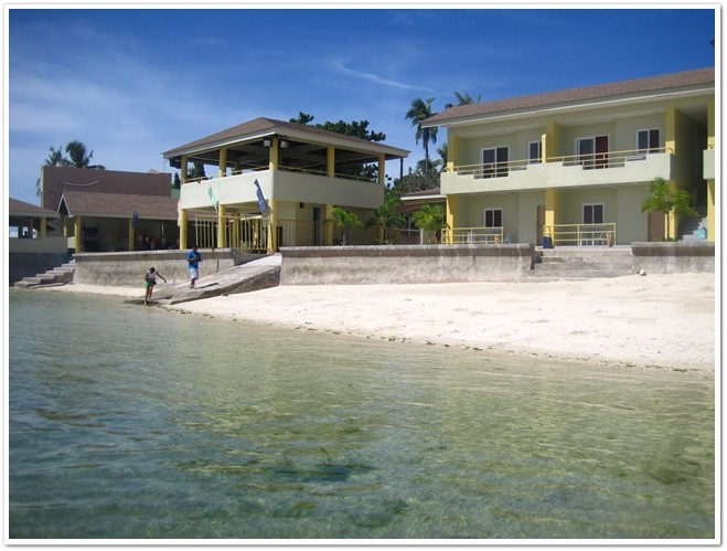 Rendezvouz beach Resort Shoreline in Mactan