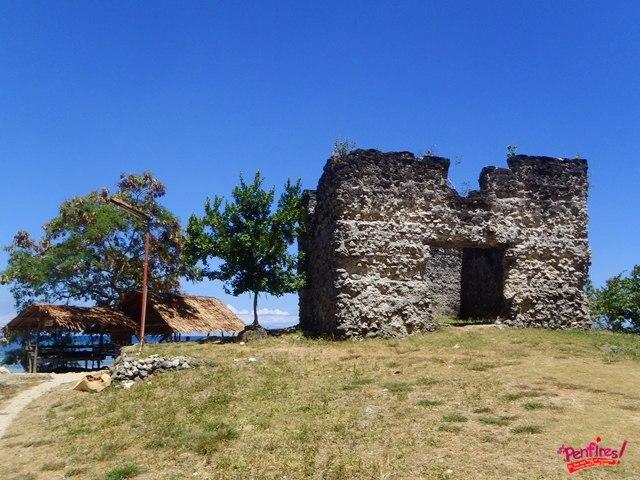 Stone ruin baluarte Obong Spring